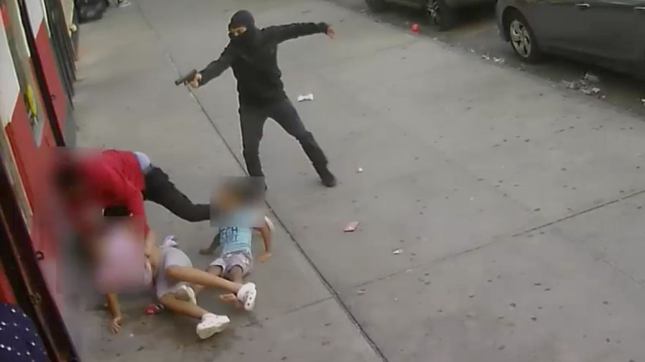 Parents of kids nearly caught in Bronx crossfire traumatized by shooting