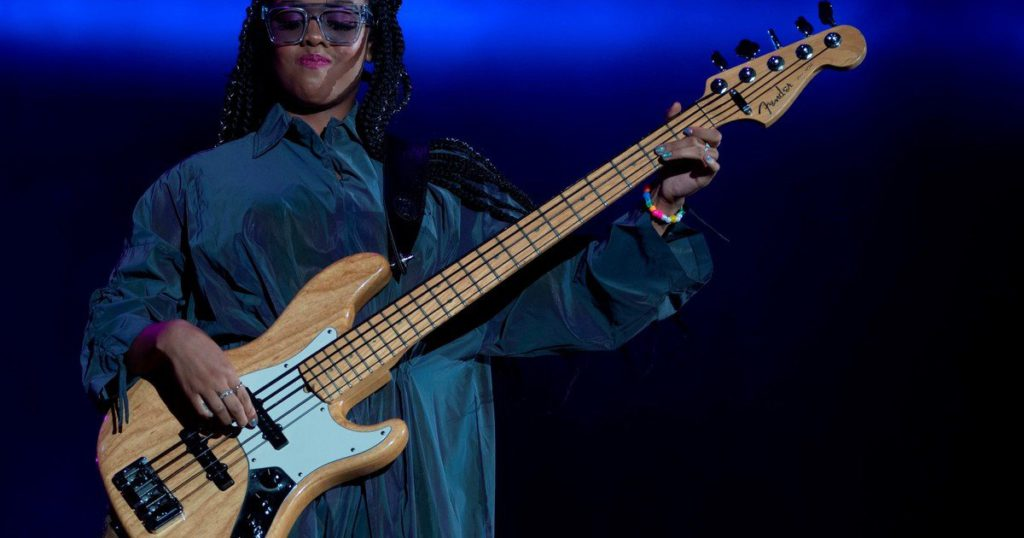 HER, the new R&B diva: debuted at the Apollo in New York at 9 and Prince decided to be a star