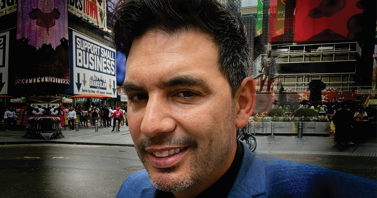 An Argentine policeman who is made in New York and seen by phone
