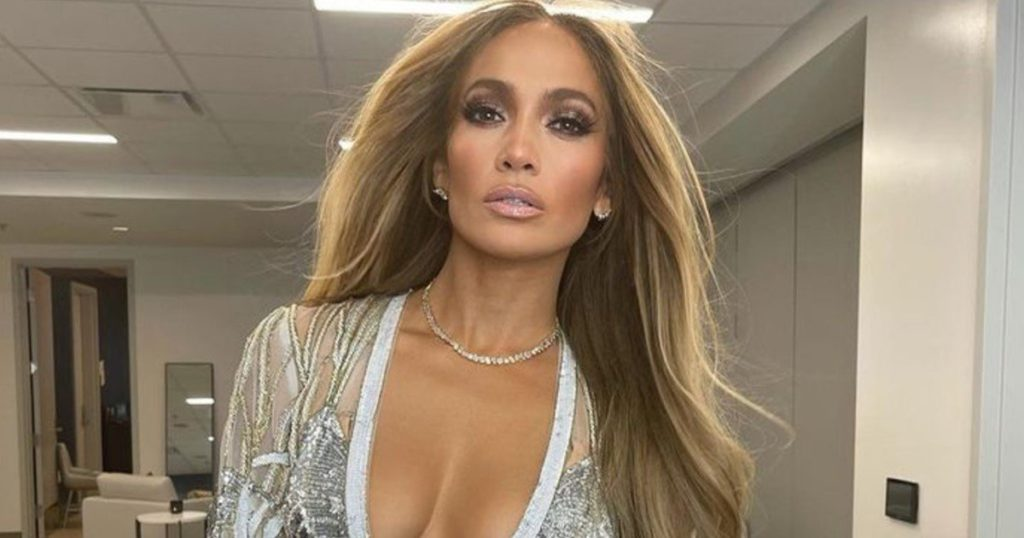 Jennifer Lopez deleted her photos with Alex Rodriguez from the networks