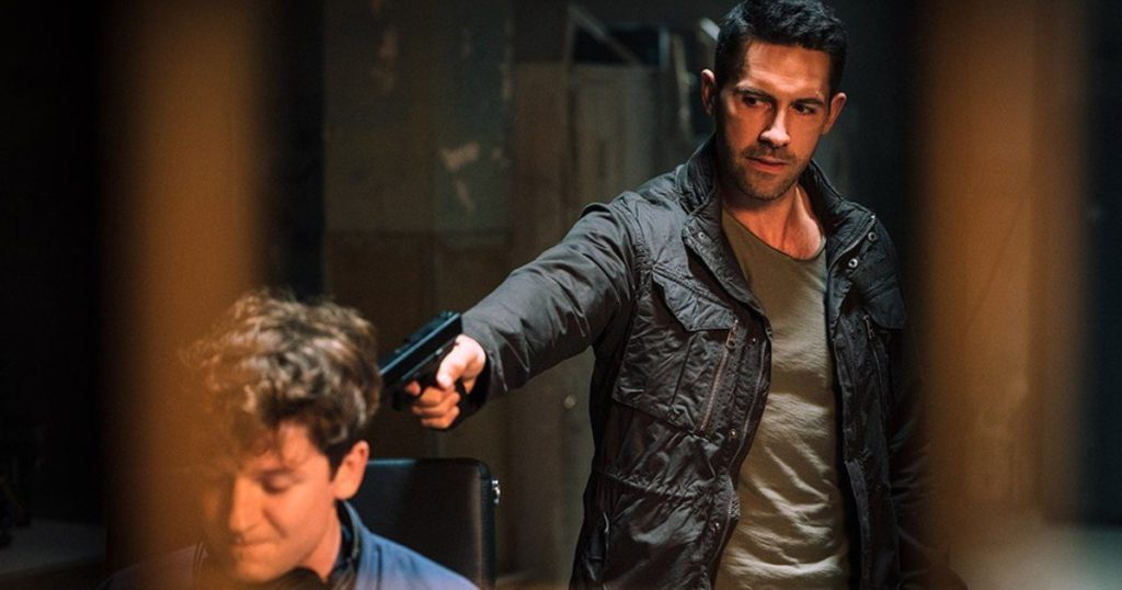 While waiting to make the leap in Hollywood, Scott Adkins arrives on TV with another of his antiheroes