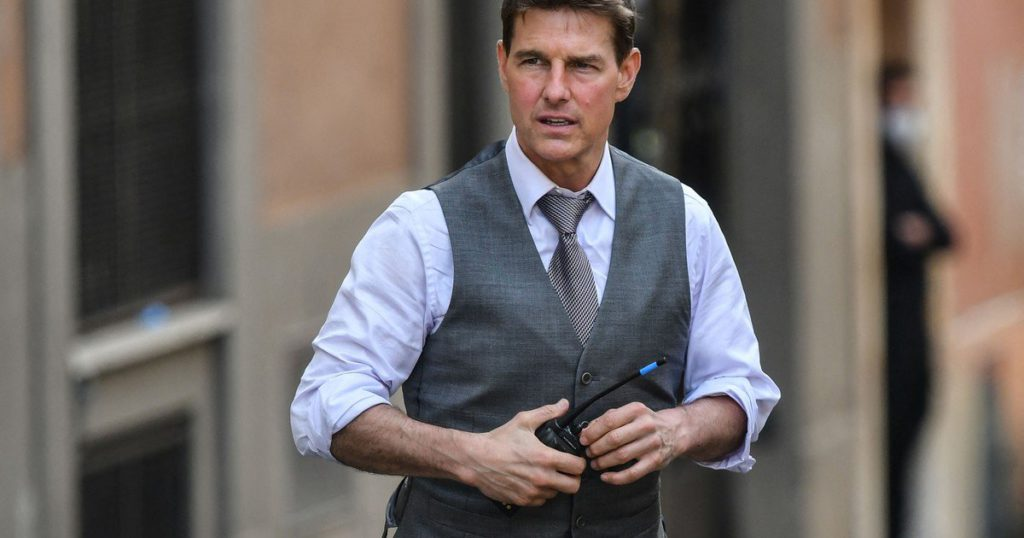 A fool: Tom Cruise ran out of clothes
