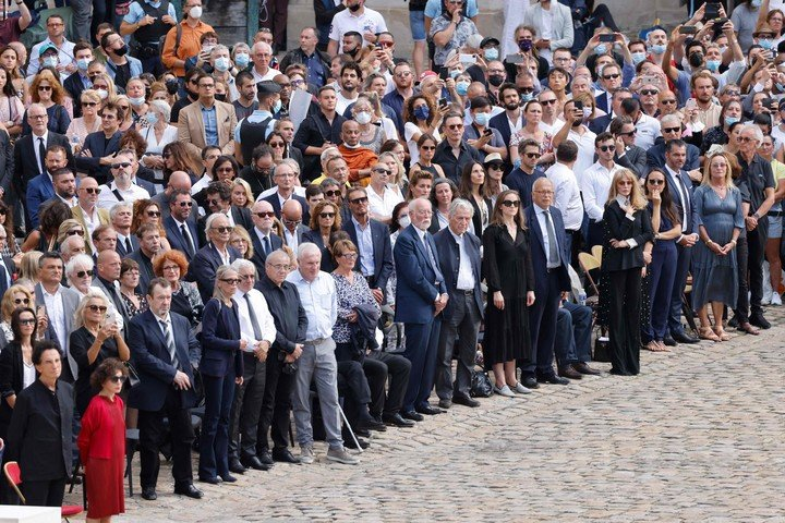 The people, at the farewell to Jean Paul Belmondo, the most beloved actor in France.  AFP photo