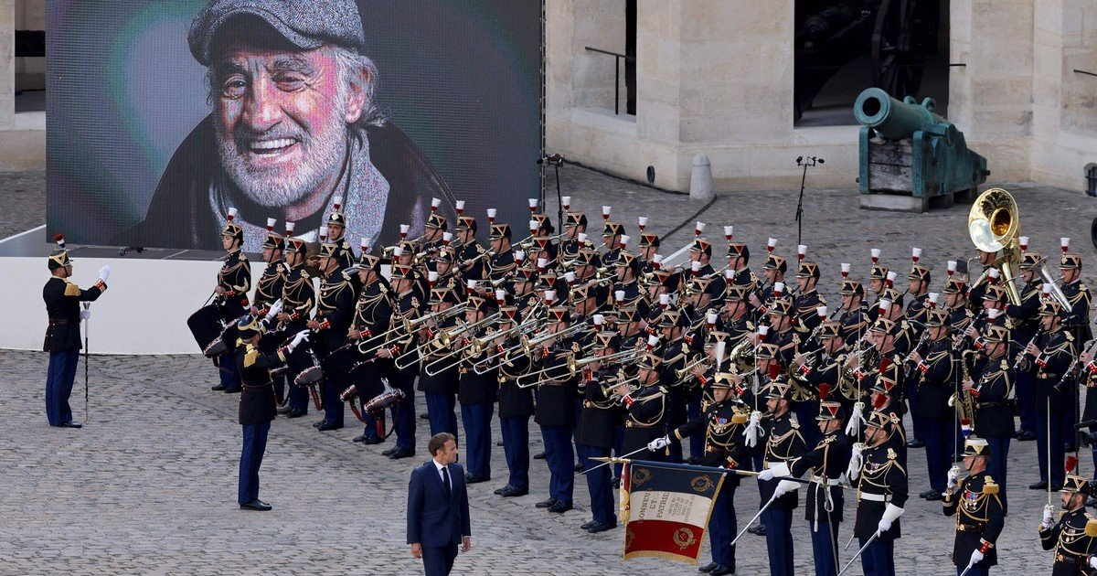 How was the emotional farewell from France to Jean Paul Belmondo