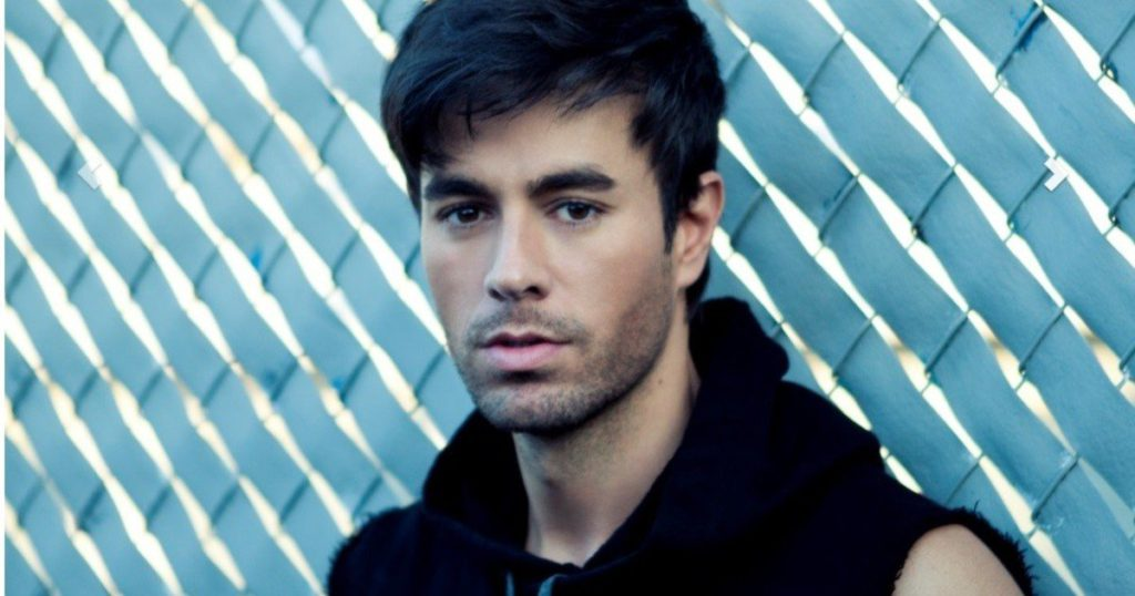 Enrique Iglesias revealed how he prepares before going on stage and remembered a party at the Playboy mansion