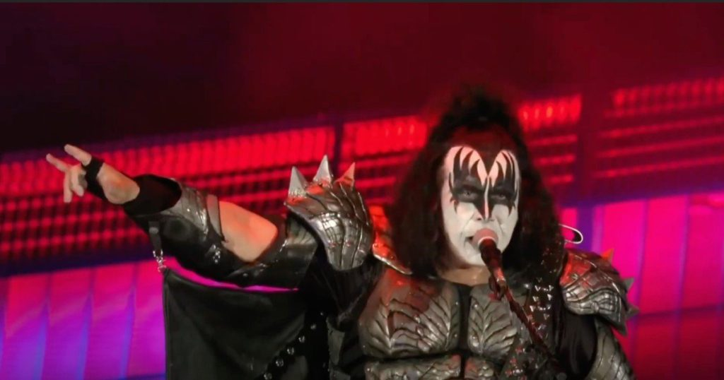 """As Kiss suspends their tour, Gene Simmons shoots at fans: """"They destroyed the music industry"""""""
