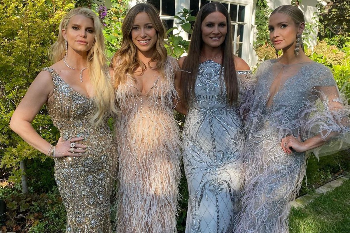 Ashlee and Jessica Simpson go glam at friend's wedding