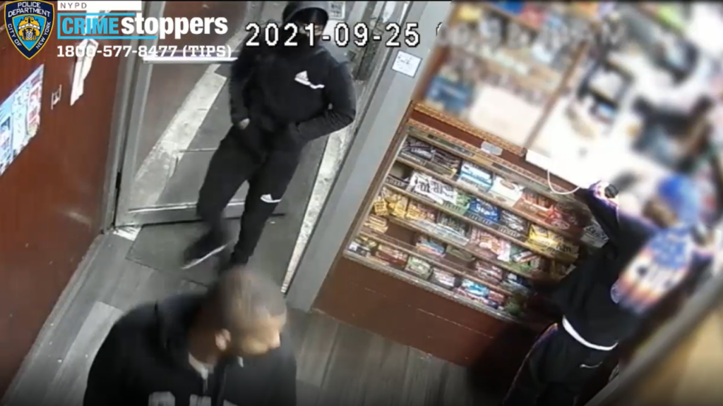 Clerk, customers robbed at gunpoint in Bronx bodega: NYPD