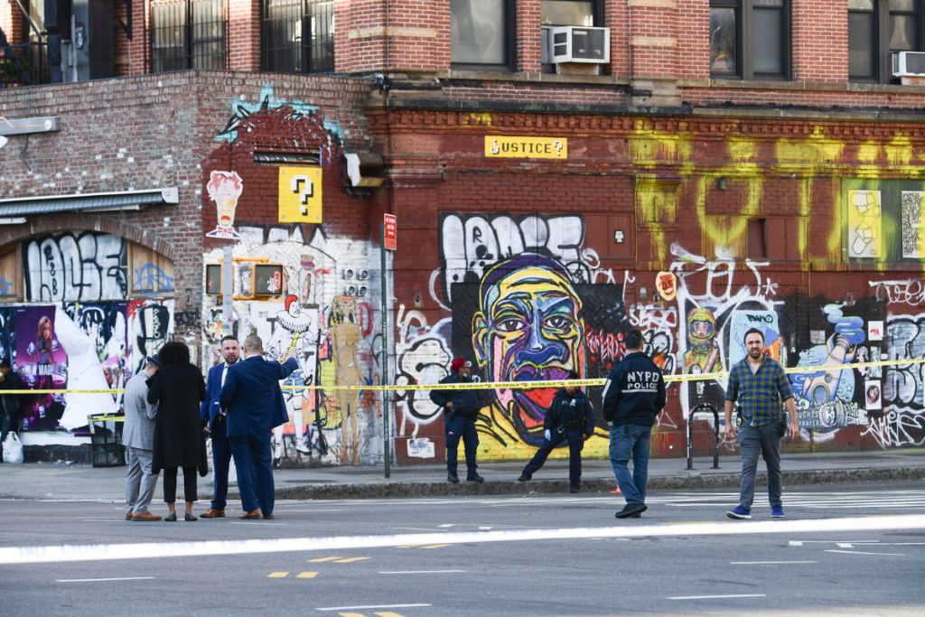 Cop shoots at man threatening people with knife in Little Italy, NYC