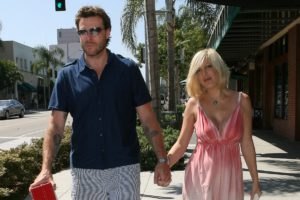 Tori Spelling reportedly feels 'trapped' in Dean McDermott marriage