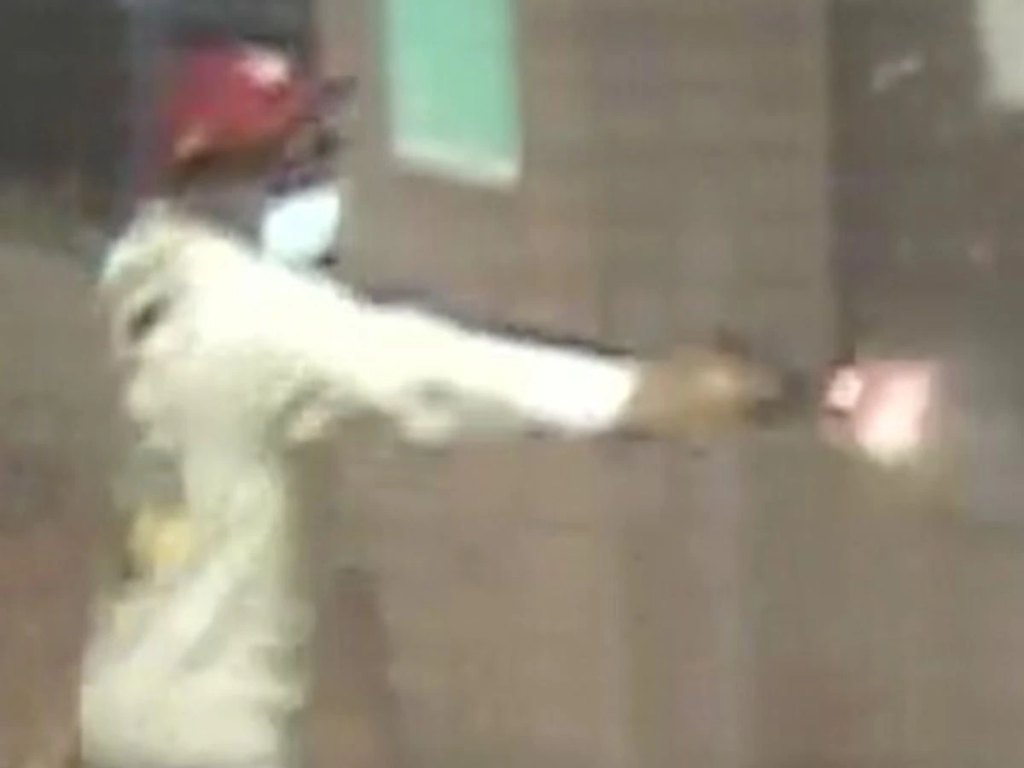 VIDEO: Gunman fatally shoots man in lobby of Brooklyn NYCHA building; family, friends beg for quick arrest
